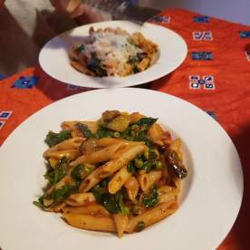 Penne with tomato sauce and veggies