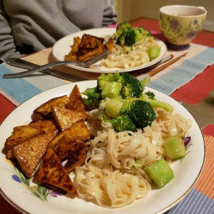 Crispy tofu with rice noodles and broccoli